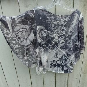 Lavish 2X Black/Gray Rose Top